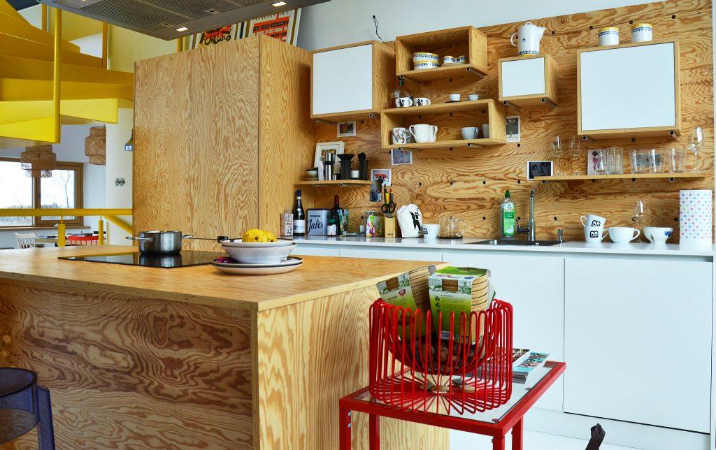 Kuchyňa na mieru • Bratislava • Materiál: preglejka - borovica  • úprava: olej   realizácia by kuchynevalent.sk